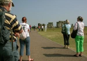039c Stonehenge Tourists